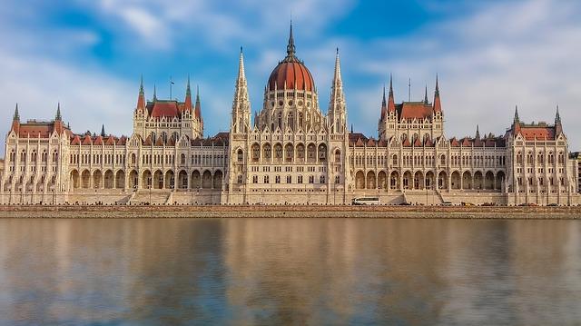 budapest-2134868_640