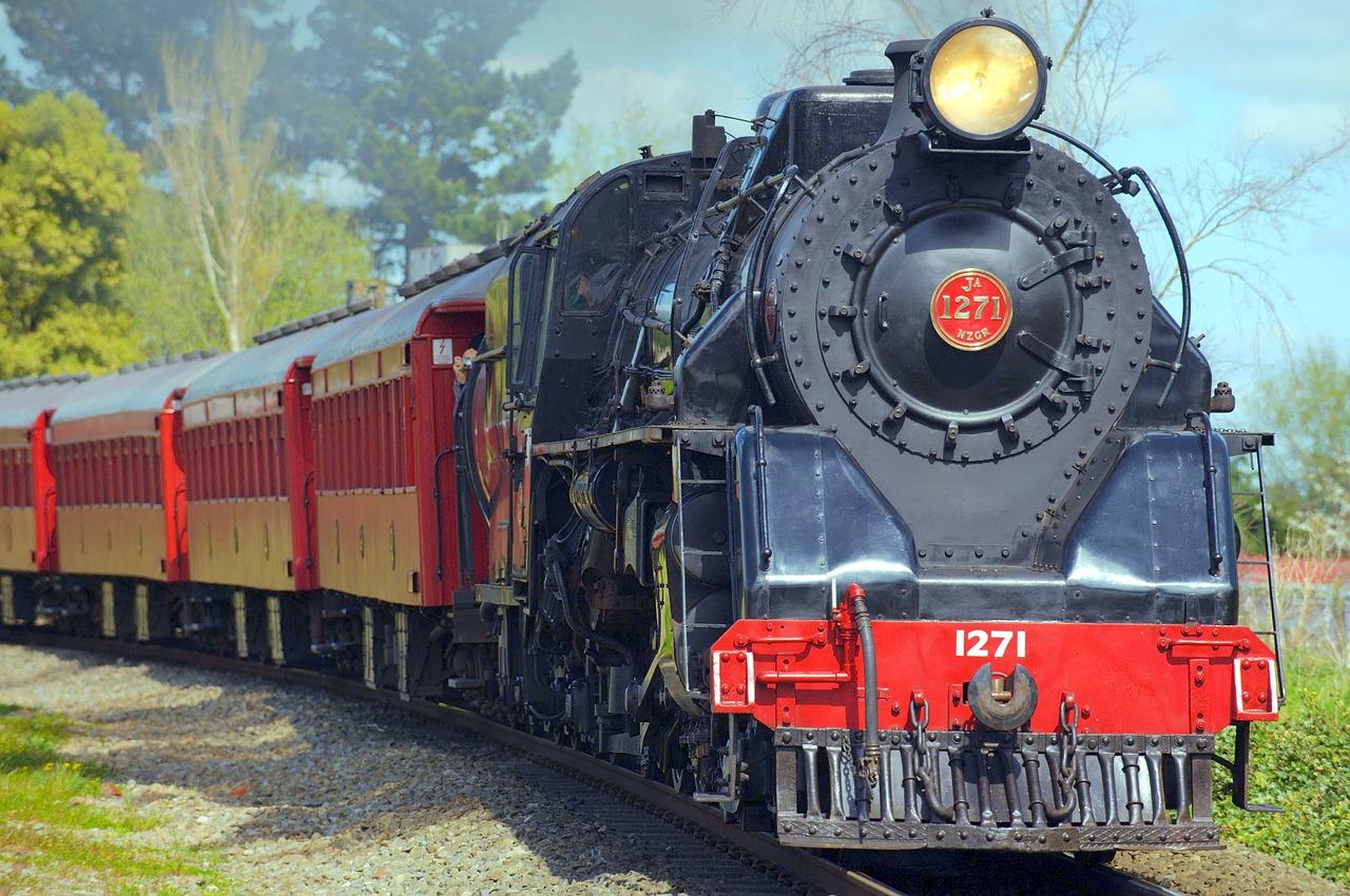 locomotive-221159_1280