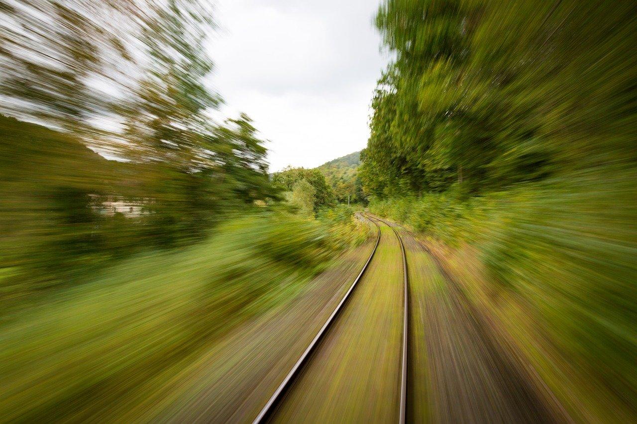 train-1715320_1280 (1)