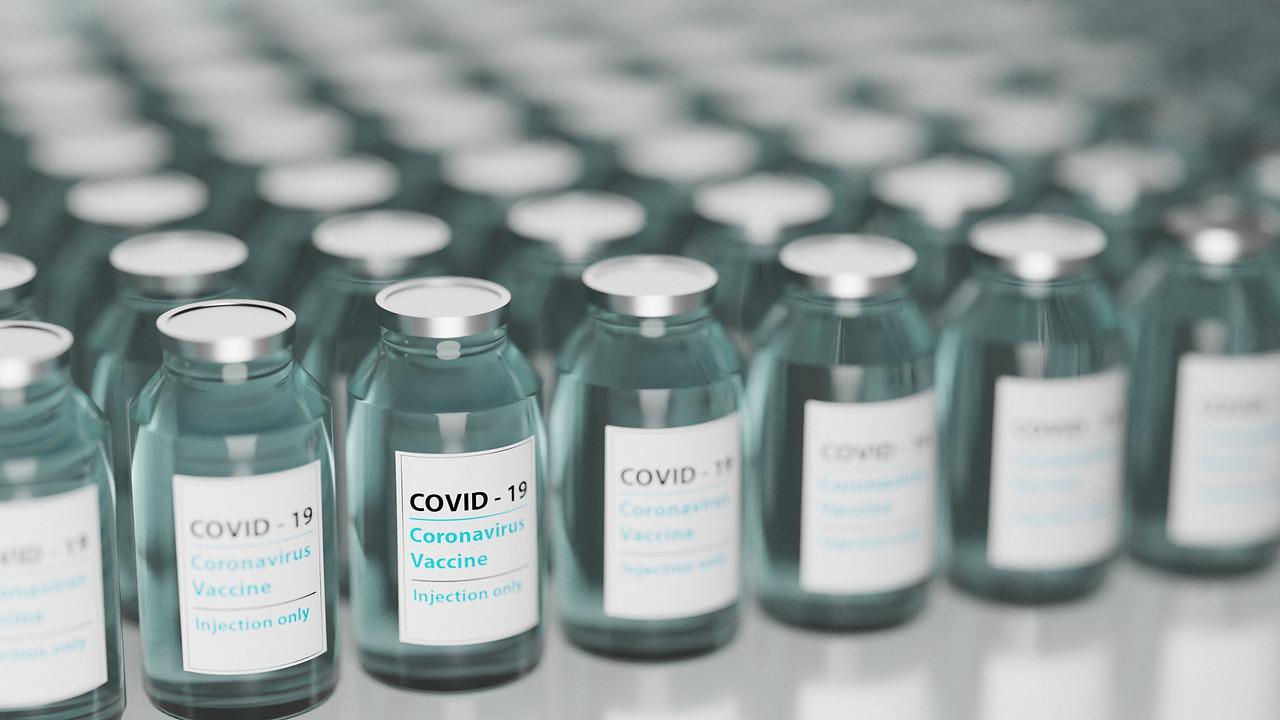 vaccine-5895477_1280